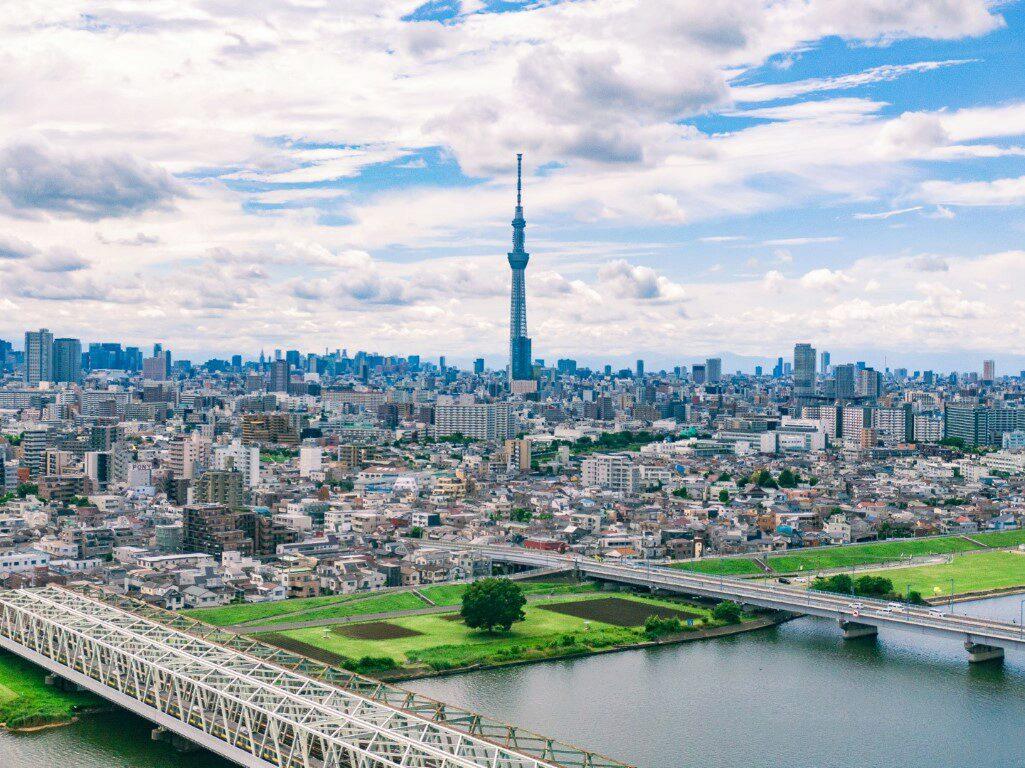 Eine Drohne fliegen in Japan